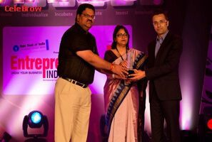 Sandeep Maheshwari Taking Award